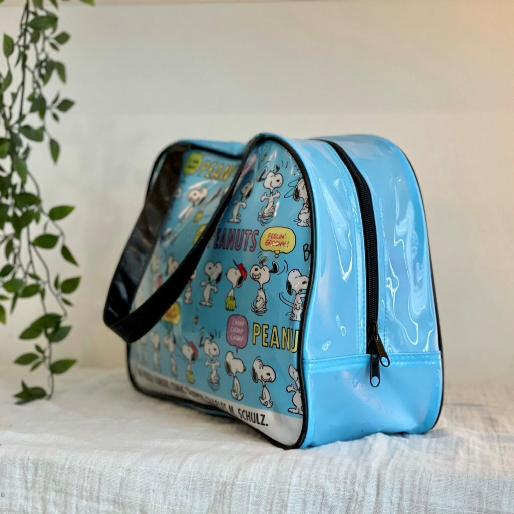 Snoopy bag in blue side view