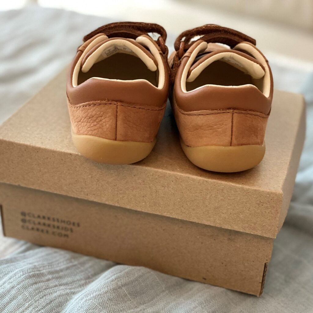 Clarks Roamer Craft Toddler shoes in tan leather - back view on shoe box