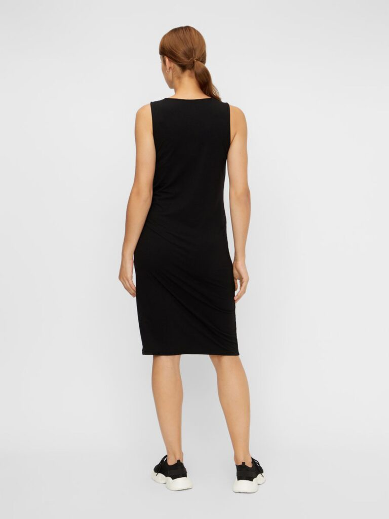 Model wearing Mamalicious sleeveless bodycon maternity dress in black - back view