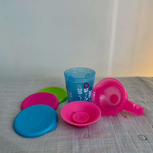 Munchkin Miracle 360 Cup in blue and pink disassembled