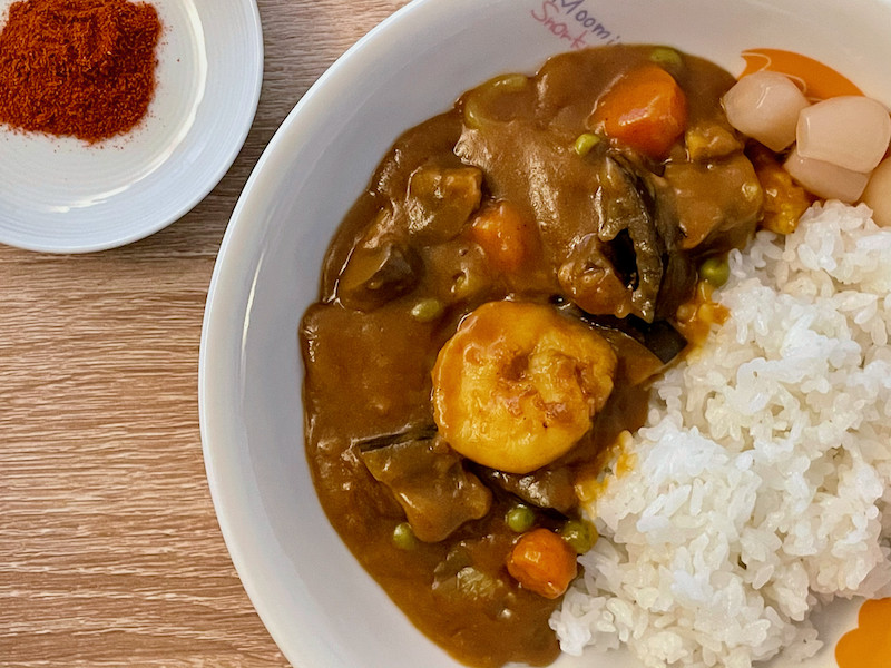 Japanese curry servied with prawn and cayenne pepper