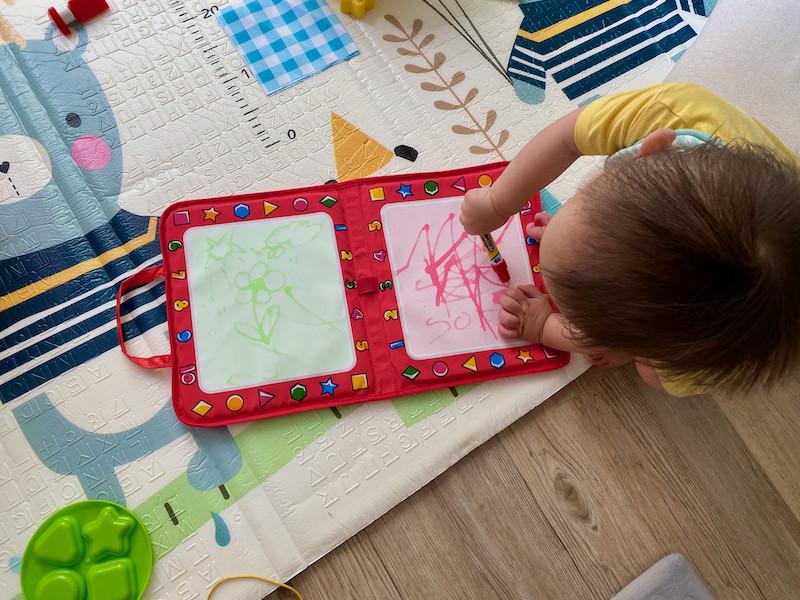 Boy-drawing-on-Tomy-Aquadoodle-Pad-1