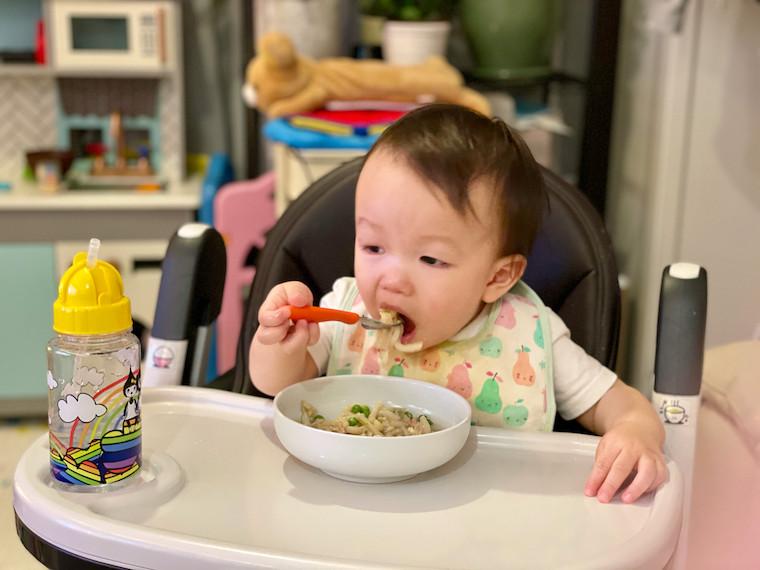 Bot eating Kanitama udon 2