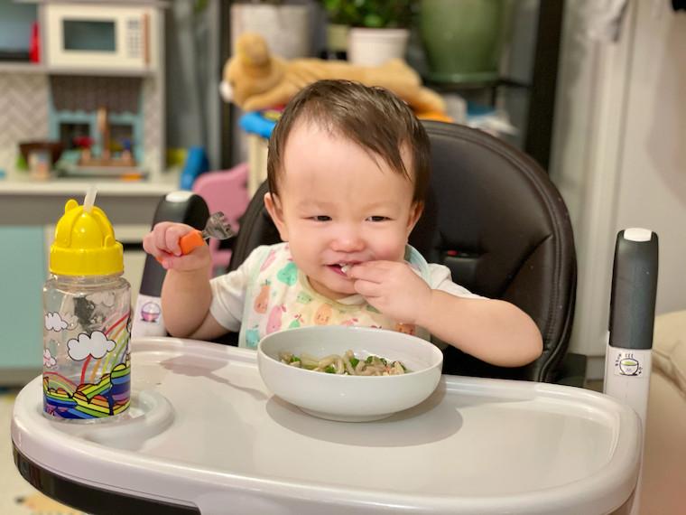 Boy eating kanitama udon 3