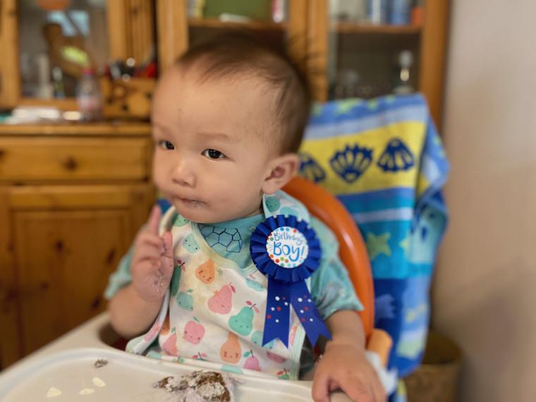 Jin-eating-1st-Birthday-Cake