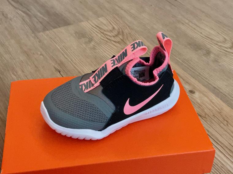 Nike Flex Runner pink grey close up