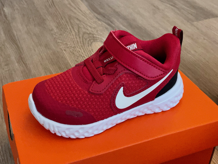 Nike Revolution 5 red close up