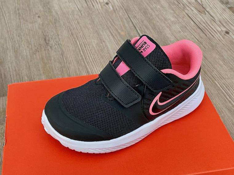 Nike Star Runner 2 black pink close up