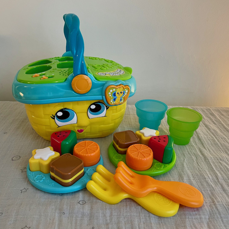 Picnic Basket toy with props